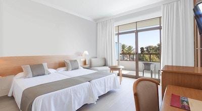 Fina dubbelrum med balkong, utsikt över trädgården och havet, Hotel Sol Marbella Estepona, Marbella, Spanien