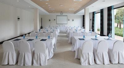 Konferensrum med projektor, skärm och dagsljus, Hotel Encinar de Sotogrande, Estepona, Spanien