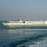 MS Rhone Princess på segling utanför fastlandet