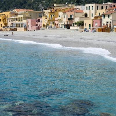 Vacker by och turistmål i Liguria regionen i Italien