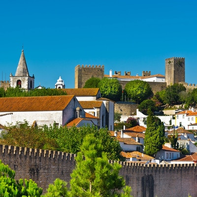 Sikt till den historiska mitten staden Obidos, Portugal