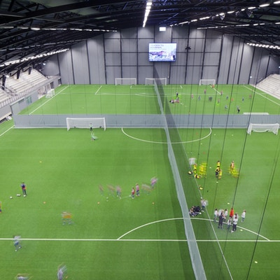 Prioritet serneke arena fotbollshall uppdelad