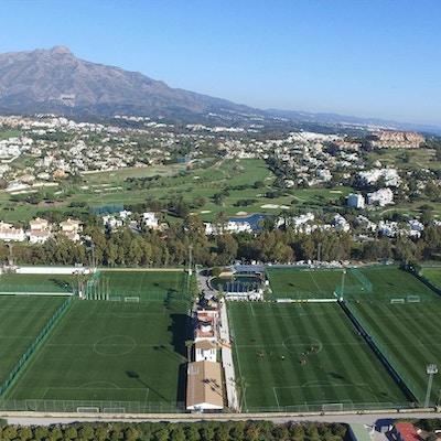 Marbella Football centers fyra 11-mannaplaner från ovan
