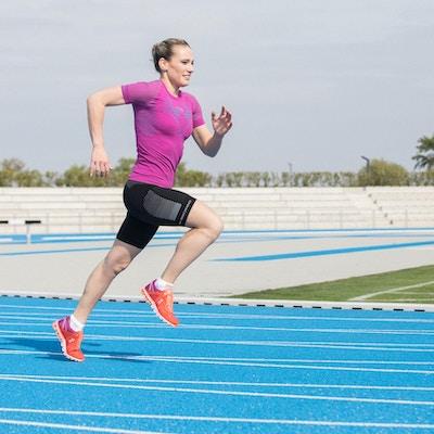 Kvinna tränar friidrott