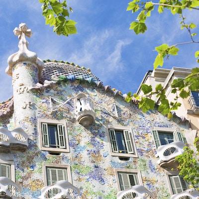 Barcelona. Byggnaden restaurerades av Antoni Gaudi och Josep Maria Jujol, byggdes år 1877 och ombyggdes år 1904-1906