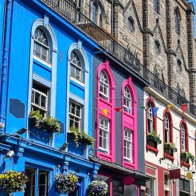 Härlig bild av Victoria Street i Edinburgh. Skottland.