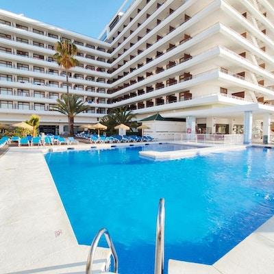 Härligt poolområde med palmer, bar och solstolar, Gran Hotel Cervantes, Torremolinos, Spanien